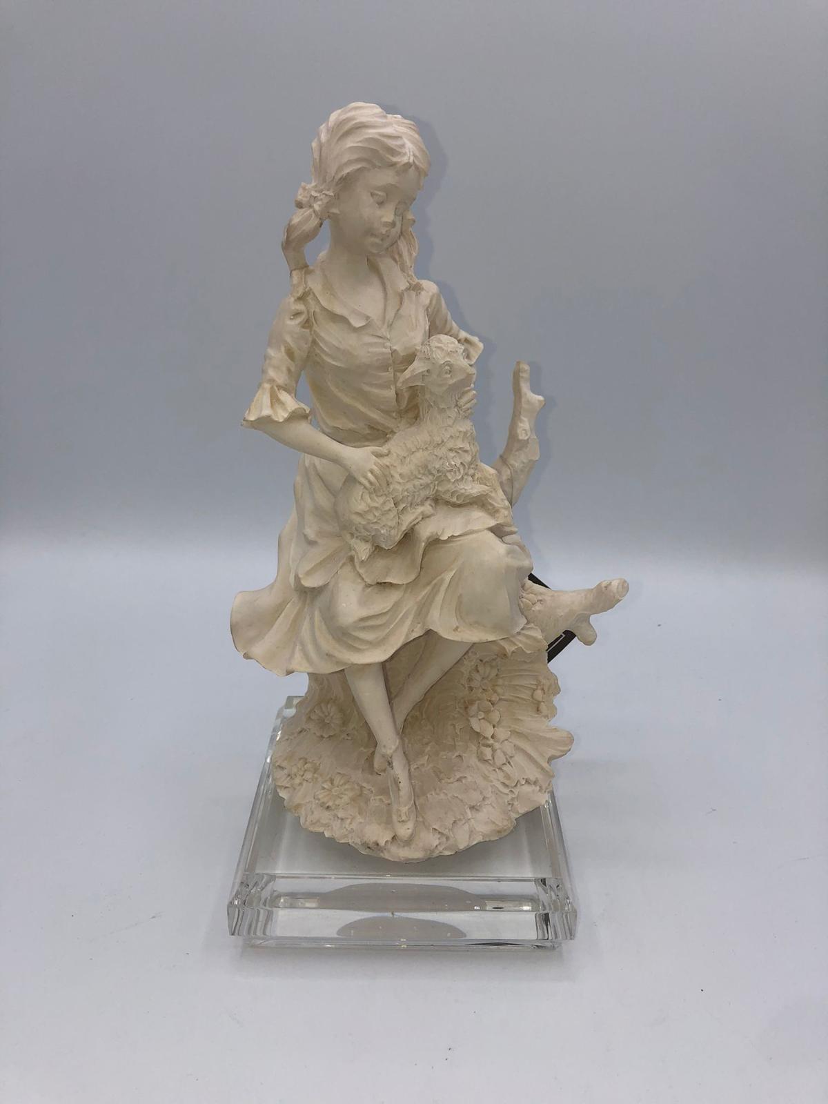 Figura decorativa de color blanco
