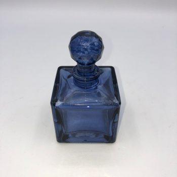 Frasco perfume azul cuadrado 1