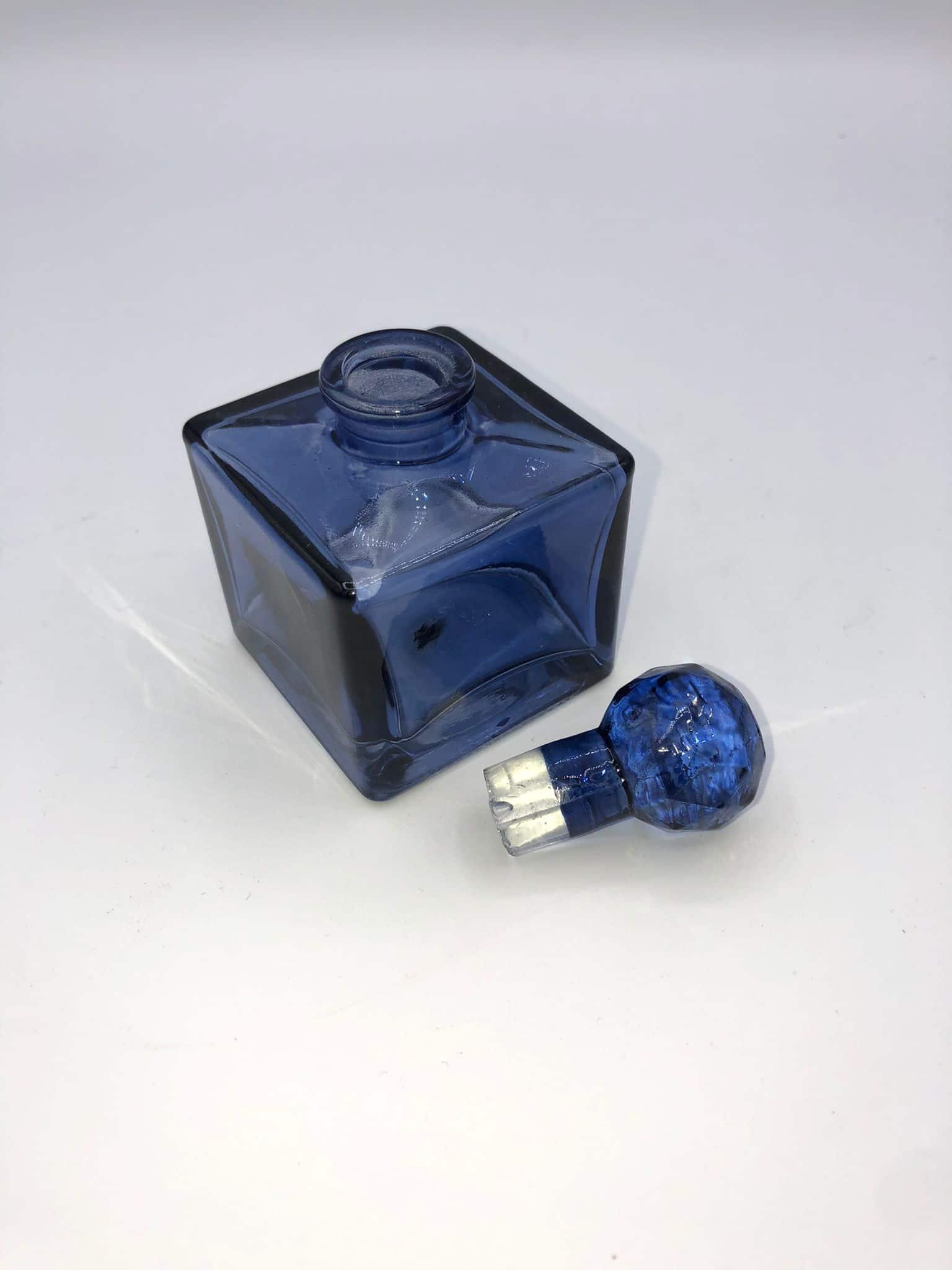 Frasco perfume azul cuadrado 2