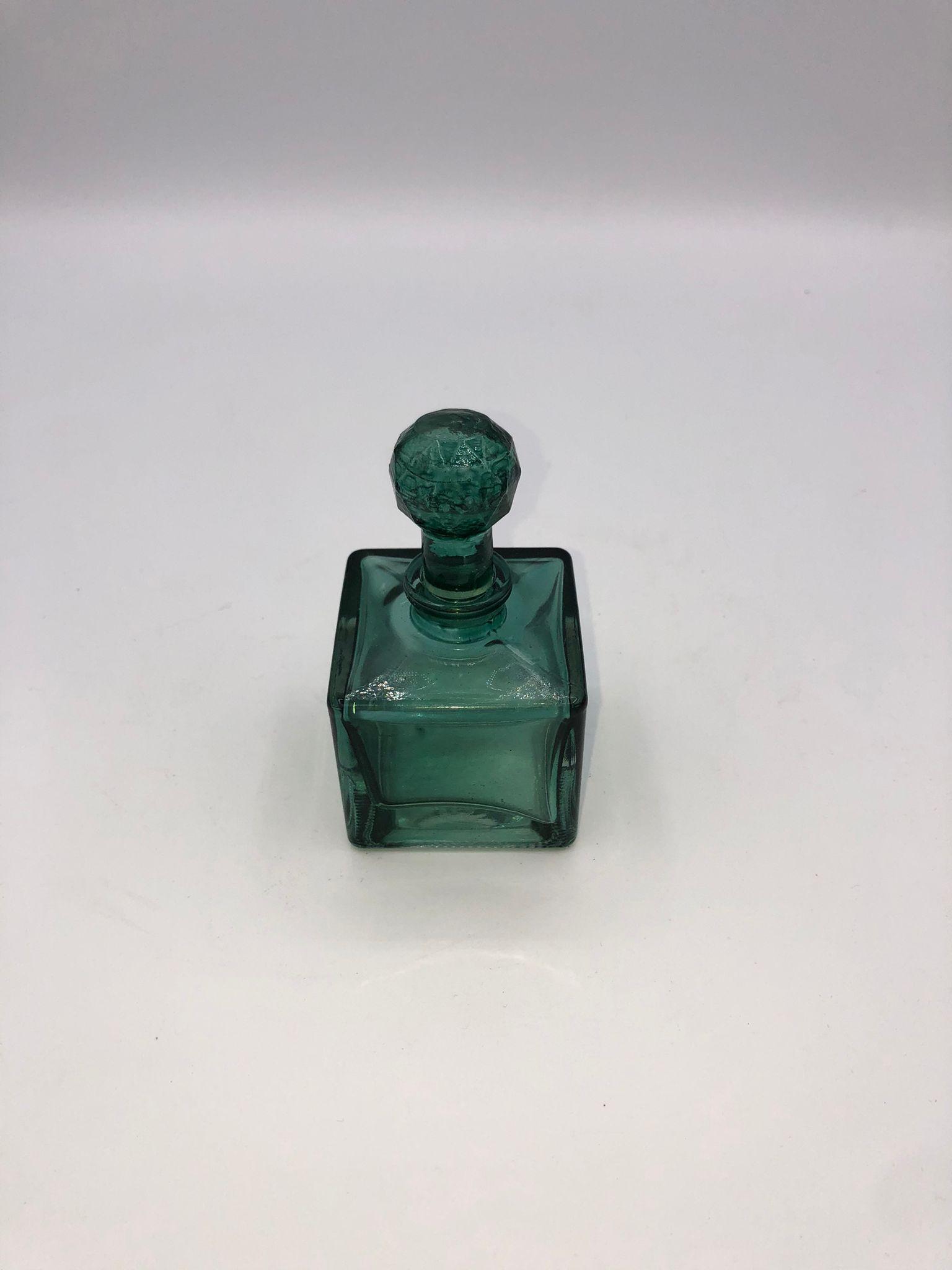 Frasco perfume verde cuadrado 1