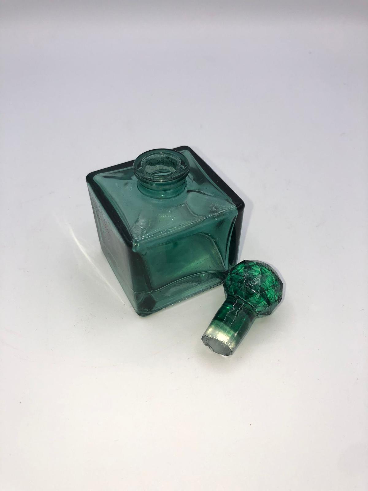 Frasco perfume verde cuadrado 2